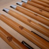 Grabado láser galvo sobre esferos de madera etb 07.jpg